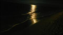 the shine of love (esther gc) Tags: sea reflection love beach mar shine negro playa reflejo fondo brillo monocromtico