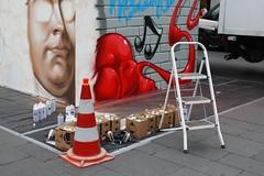 145-366, Sprayer's Handwerkszeug (julia_HalleFotoFan) Tags: graffiti marktplatz hallesaale hndelfestspiele hndelcube