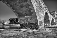 Ponte Cestio per CleanRome (luporosso) Tags: roma rome italia italy cleanrome sporcizia dirt immondizia garbage incivilt incivility incuria carelessness citteterna eternalcity ponte bridge
