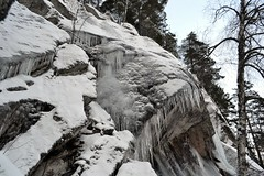Icicles on the southern precipice of Romvuori above Lake Pitkjrvi (Espoo, 20120114) (RainoL) Tags: winter snow espoo finland geotagged january u icicle fin precipice 2012 uusimaa nyland esbo 201201 20120114 lakesofnuuksio romvuori geo:lat=6029724600 geo:lon=2454186900