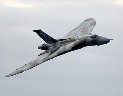 Vulcan (Bernie Condon) Tags: avro vulcan bomber raf xh558 vtts military warplane jet aviation delta vbomber aircraft flying display airshow bournmouth