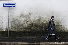 Controcorrente (saragrandi81) Tags: street milan strada milano streetphotography arrow freccia nikond5100