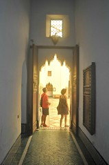 oh la la... la luz!!! (L C L) Tags: door light luz museum puerta room palace morocco marrakesh silueta marruecos siluetas palacio silhouttes lcl loretocantero museodemarrakesh