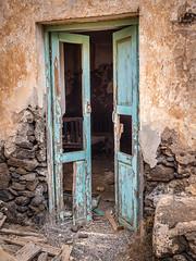 P9210157 (tomidery) Tags: door old spain fuerteventura ruin m43 omdem5