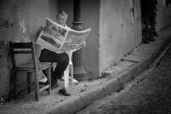 The simple pleasures of life (Sergio_MI) Tags: street blackandwhite man daddy relax reading newspapers istanbul turkish stphotographia