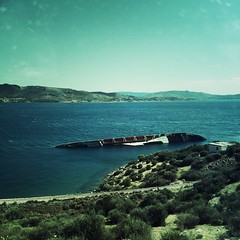 HipstaPrint (dimakk) Tags: light sea sky sunlight landscape daylight europe ship greece shipwreck grecia savannah hackney griechenland grece hipstamatic leprechauntearsgel