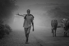 Ethiopian Farmer (ddimblickwinkel) Tags: africa portrait people bw white man black art blackwhite nikon surreal portrt afrika sw mann farmer tribe tamron personen schrfentiefe d300 einfarbig schwarzweis d300s