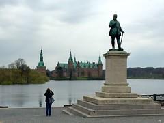 Looking at Frederiksborg Castle (ilamya) Tags: lake castle statue denmark frederik frederiksborg hillerd