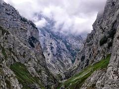 Bulnes (Alcides Jolivet) Tags: mountain montaa