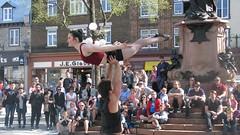 bout de bras... (mariej55quebec) Tags: red rouge artist artistes vieuxqubec spectacle jongleur acrobates artistesderue amuseurs