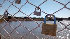 Paris é aqui... (Alexandre Gameiro) Tags: parque cidade brasília lago sara ponte cadeados kubitschek