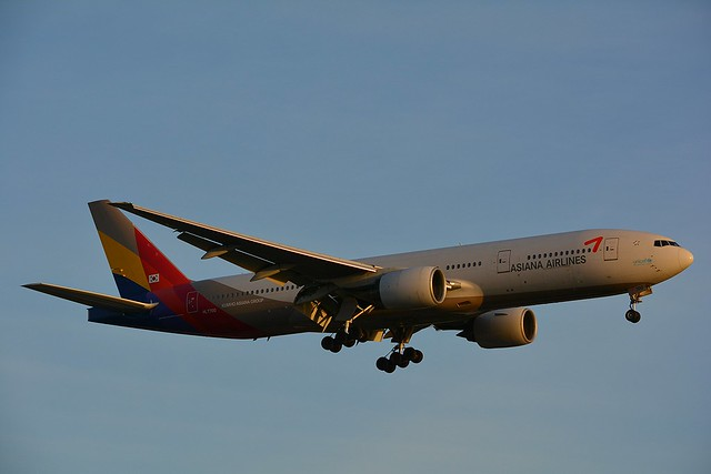 HL7700 ASIANA AIRLINES Boeing 777-28E(ER) at London Heathrow