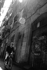 Bicicleta i llum (Bike and light) (Ullsclucs) Tags: barcelona street light people bw bike nikon streetphotography beam d90