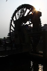 Sultanate Water Wheel in Silhouette (tiger289 (The d'Arcy dog supporters club)) Tags: park flowers trees plants cats fish cars chicken dogs beer buses animals ferry museum boats singapore dubai village fishermen dragonflies ships bridges churches crab insects georgetown malaysia koi artillery noodles carp penang monuments kampong radar melaka waterwheel mosques forts malacca penanghill wheeloflife canons plaques limos bentong karak johore melakariver goldencarp spicetrade malaccariver floradelamar minesweeping oldgeorgetown fastpatrolboat embrasures muziumsamudera maritimemuseumofmalacca