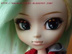 DSCN9746 (walnutsprout) Tags: one missing doll steffi arm sneakers jacket francois pullip arnoul francoisarnoul