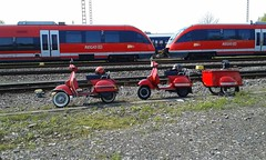 Vespa  Killed the Regio Star (QQ Vespa) Tags: red rot rouge vespa eisenbahn railway zug bahnhof scooter db 200 roller trailer bahn rosso piaggio 125 regio gleis anhnger px schinen