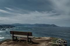 O mellor banco do mundo. (nievestaboada1) Tags: clouds mar natureza banco galicia nubes ceo terra acantilados loiba elmejorbanodelmundo