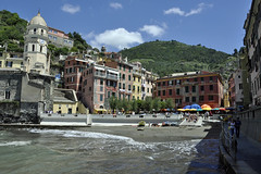 Vernazza (Rock 'n Soul) Tags: vernazza italy liguria cinque terre cinqueterre houses coast unesco world heritage scenery buildings village