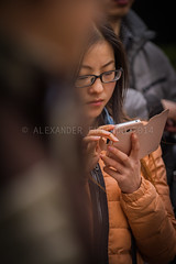 ADF_20140301_0458 (chiyowolf) Tags: chengdu sichuanprovince canoneos7d china streetscenes facesofchengdu peopleofchengdu downjacket younglady concentration ef70200mmf28lisiiusm 中国 travelphotography 成都 四川