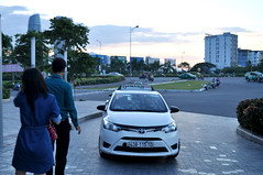 A cab at sunset (Roving I) Tags: sunset transport taxis vietnam waving cabs drivers danang vinasun vincomcentre