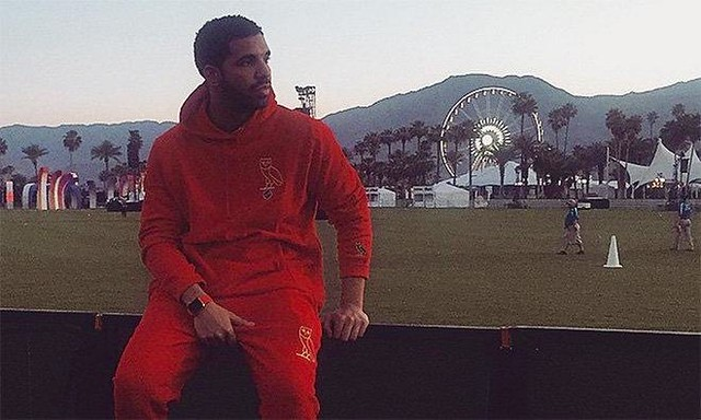 Drake shows up at Coachella wearing an #Apple Watch.