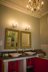 """La Suite Régina - Salle de Bain <a style=""""margin-left:10px; font-size:0.8em;"""" href=""""http://www.flickr.com/photos/130830845@N06/16529674923/"""" target=""""_blank"""">@flickr</a>"""