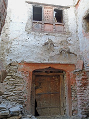 Mustang_2738 Decorated Doorway and Window, Chele (Roger Nix's Travel Collection) Tags: nepal mustang himalaya chele chhele tsele