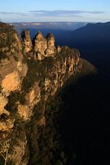 Three Sisters (sine.nomine) Tags: travel australia bluemountains threesisters katoomba mountsolitary jamisonvalley greatdividingrange