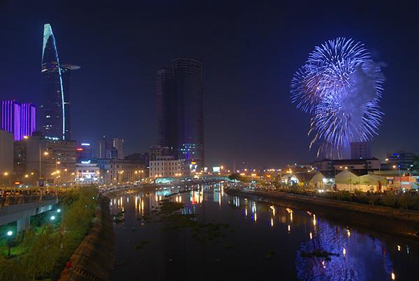 TP HCM bắn pháo hoa mừng lễ 30-4 năm 2014
