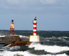 Amble (farowright70) Tags: ocean uk sea england lighthouse tower water canon river ian faro coast northumberland guide farol fin beacon phare hazard fyr sentinel warkworth amble coquet faros fyret   fyrtrn  mercu denizfeneri majakka goleudy rivercoquet suar   mercusuar finwright finwrightphotographycouk vuurtor
