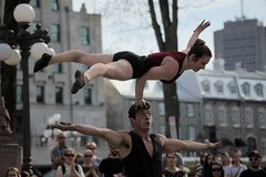 Cirque - Québec 2016 - Rue-Street - Romuald Solesse ¸Ashleigh Pearce (eburriel) Tags: show street city summer people woman man outside photo spring mujer artist femme québec acrobat ashleigh tamron rue pearce cirque qc hombre homme romuald d610 extrieur solesse