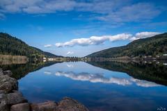 Nuages et lac Gerardmer (Phil Vb) Tags: blue sky cloud france water montagne landscape meer blauw lac bleu ciel nuage paysage vosges dcor geradmer philvb