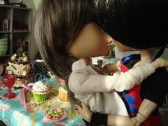 Kissss (El cumpleaos de Ewan) 34 (Lunalila1) Tags: kiss doll peter groove yaoi viii fh kuro gyro oneal kain delantal taeyang junplaning fotohistoria tatsuha elcumpleaosdeewan