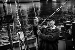 A trois...je lche tout!!! (vedebe) Tags: ocean people bw monochrome port boat noiretblanc marin bretagne bateaux nb ports quai douarnenez humain netb
