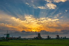 Beautiful sun rays at windmill parc Zaanse Schans in the Netherlands (jazzmatezz) Tags: sun landscape nikon ray god windmills rays cloudscape molen goldenhour zaanseschans sunbeams landschap zaandam windmolens zaanstad jakobsladder zonnestralen julianabrug d7100 zaansehuisjes goudenuur historischerfgoed
