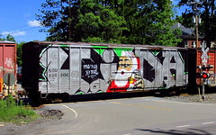 Santa Claus boxcar (Hank Rogers) Tags: pa pennsylvania rn readingnorthern crossing boxcar train rr railroad santa santaclaus christmas person painting piece endtoend burn burner toptobottom wholecar freight car 526306 sou526306 grafitti graffiti bright happy colors paint painted spraypaint holiday rustoleum can artwork red white summer hot heat winter consist season 63