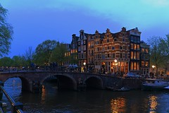 Corner (Adrien Duchtel) Tags: street city bridge blue light sky house tree water amsterdam night canal eau lumire maisons ciel pont pniche rue nuit arbre autriche vile barque