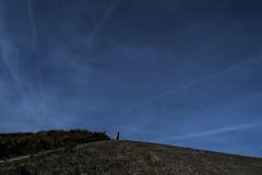 dijk (Remke Luitjes) Tags: blauw nederland lucht dijk zon schevingen