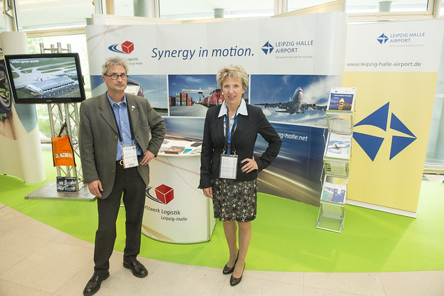 Achim Lohse and Gabriele Pokrandt at the Netzwerk Logistik stand
