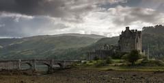 Eilean Donan Castle - Scotland (- f i r s t l i g h t -) Tags: scotland castle landscape highlands bridge duich macrae schloss burg highlander braveheart james bond
