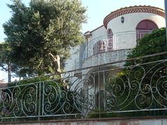 courbes et rondeurs (Claudie K) Tags: maisons olivier tronc cerbre courbes volutes gnoise rambardes soleildusoir rmasnadal