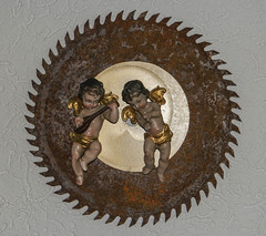 Himmlische Musik oder Nervensge? - Divine music on a rusty  saw blade (Roland9933) Tags: art angel kunst engel sgeblatt