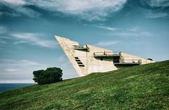 -Xixn- (Carles Cerulla) Tags: seleccionar xixn asturias color triangulo silueta parque catolica
