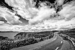 S-Curve (YaYapas) Tags: strase d7100 11mm waterville irland tokina1116 schwarzweiss street ballinskelligsbay blackandwhite wolken clouds countykerry ie