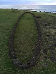Hare Paenga, Tahai, Esatrer Island (Rapanui), Chile. (ER's Eyes) Tags: baíacook tahai ahutahai moai moais ahu ahus ahukoteriku topete pukao ahuvaiuri platforms canoeberth rampadecanoa nationalparque ceremonialcenter harepaenga rampadebarcos poente sunset atracaderodecanoas costeiro litoral 3centrosceremoniales sacrário santuário ceremonialshrines santuárioscerimoniais tepitootehenva thenaveloftheworld thekainga theland aterra rapanui paascheneyland easterisland sancarlos whyhu vaihu terraaustralis 5deabrilde1722 eastersunday hangaroabay baíaampla umbigodomundo mana aramoai tapu ariki arikimau moaitangata moaipa´apa´a tupa matangarahu reimiro canteiro ilhadepáscoa ilhadapolinésiaoriental oceanopacífico unesco ilhagrande tepitootehenúa