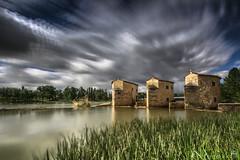 """Los molinos de """"en medio"""" (Paco Fuentes Vicario) Tags: duero zamora aceñas molinos molino castillayleón españa cielo nube led largaexposición largaexposicióndiurna azud río weather green"""
