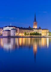 Stockholm reflections (Maria_Globetrotter) Tags: blue night sweden stockholm schweden hour sverige riddarholmen estocolomo img0711