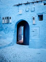 Mystery doorway (Piyush Bedi) Tags: africa blue mystery alley fuji northafrica doorway exotic morocco fujifilm chefchaouen xt1