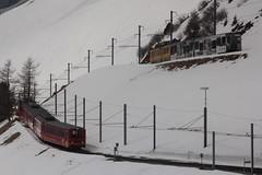 Triebwagen BDhe 4/4 120 der Wengernalpbahn WAB ( Baujahr 1970 => Zahnradbahn - Schmalspur 800mm => Hersteller SIG - SLM - SAAS - BBC ) unterhalb der Kleinen Scheidegg im Berner Oberland im Kanton Bern der Schweiz (chrchr_75) Tags: train de tren schweiz switzerland suisse swiss eisenbahn railway zug april locomotive cogwheel christoph svizzera bahn zahnrad treno schweizer berner chemin centralstation fer locomotora tog crmaillre juna lokomotive lok berneroberland ferrovia oberland bergbahn cremallera spoorweg suissa 2015 zahnradbahn locomotiva lokomotiv ferroviaria  locomotief jungfraubahn chrigu  rautatie  mountaintrain bahnen zoug trainen kantonbern  chrchr hurni chrchr75 chriguhurni albumbahnenderschweiz chriguhurnibluemailch albumbahnenderschweiz201516 albumzzz201504april
