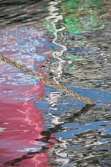 ancrage dans les couleurs (tableaux.imaginaires) Tags: sea mer abstract reflection art water eau couleurs reflet astratto reflexion reflets reflejos abstact abstrait spiegelungen reflessi ancrage aumeran boatrflections